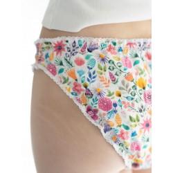 Culotte menstruelle fleurs gros plan